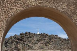 croix sur la colline à la mission de san xavier del bac photo