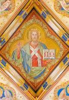 bratislava - fresque de jésus christ dans la cathédrale photo