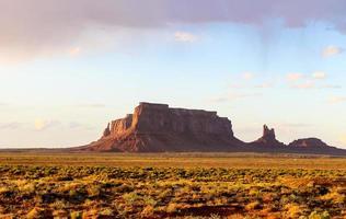 aigle mesa dans monument valley photo