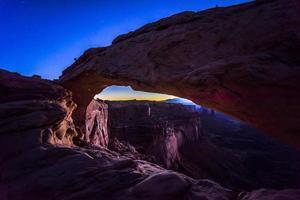parc national de canyonlands, mesa arch photo