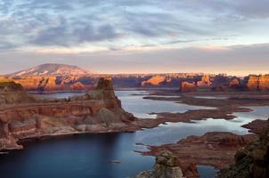 coucher de soleil sur le lac powell photo