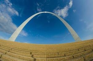 Sculpture en arc de passerelle à St Louis Missouri photo