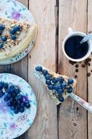 morceau de gâteau aux bleuets photo