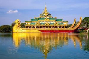 Palais karaweik, yangon, myanmar photo