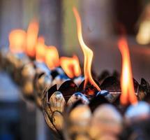 lampe à huile disposée en beaux motifs photo