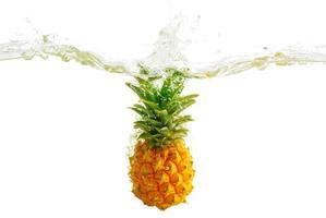 éclaboussure d'ananas photo