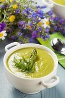 délicieuse soupe aux asperges. photo
