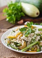 risotto aux asperges, courgettes et petits pois photo