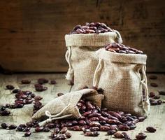 haricots secs dans des sacs de jute