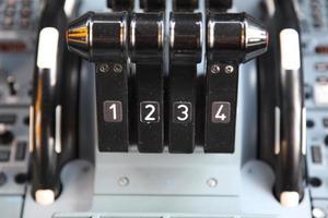 quatre leviers de poussée photo