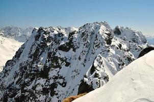 paysage d'hiver dans les montagnes.
