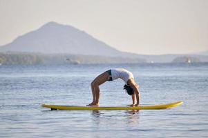 yoga sur un paddleboard