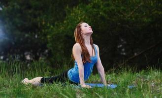 yoga sur la nature photo