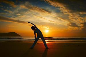 yoga sur une plage photo