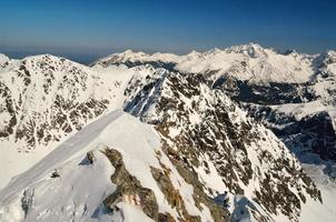 paysage d'hiver dans les montagnes. photo