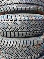 pneus d'hiver neufs photo