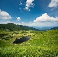 lac dans la vallée photo