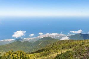 vue sur la mer des Caraïbes depuis une montagne