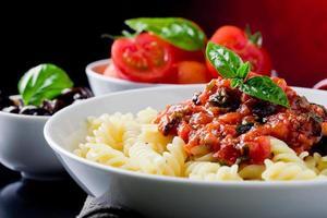 pâtes avec de la sauce tomate