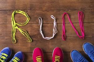 chaussures de course sur le sol photo