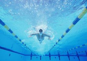 sous-marin, coup, mâle, nageur, natation, piscine photo
