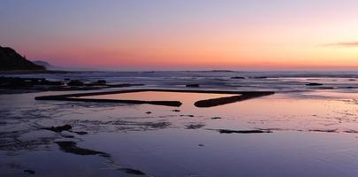 la pataugeoire sur la roche au lever du soleil