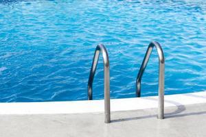 poignée de piscine pour hôtel photo