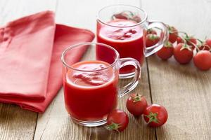 verres de jus de tomate
