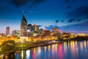 Nashville, tennessee skyline du centre-ville au crépuscule photo
