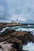 Portland Head Lighthouse à Cape Elizabeth, Maine dans la tempête. photo