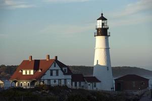 portland head lighthouse baigné de soleil en fin d'après-midi photo