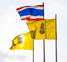 drapeau du roi de Thaïlande et drapeau national photo