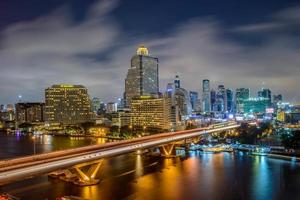 ville de bangkok la nuit photo