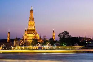 le temple de l'aube (wat arun) photo