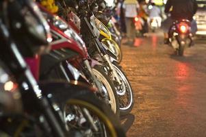 motos sur la rue bangkok photo