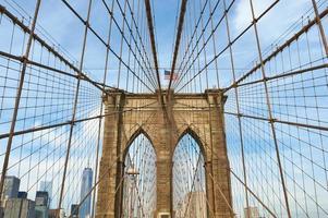 pilier du pont de brooklyn, new york city photo