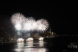feux d'artifice sur la rivière Hudson photo