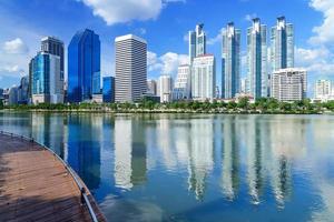 immeuble moderne de grande hauteur à bangkok, thaïlande. photo