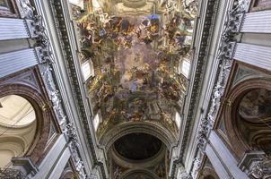 Fresques d'Andrea Pozzo dans l'église Sant Ignazio, Rome, Italie photo