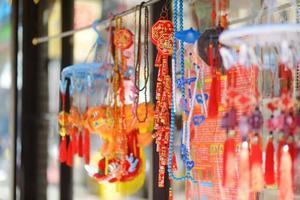 Décorations chinoises rouges dans le quartier chinois de New York