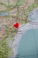 new york épinglé avec un coeur photo