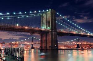 scène de nuit de pont urbain photo