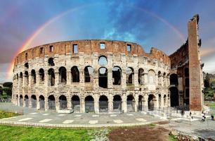 Colisée à Rome au coucher du soleil