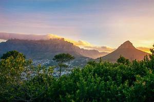 tête de lion et montagne de la table coucher de soleil cape town photo