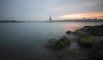 tour de la jeune fille, istanbul photo