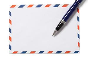 enveloppe vierge et stylo sur blanc photo