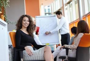 partenaires commerciaux discutant photo