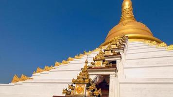 pagode maharzayde. bago. myanmar. photo