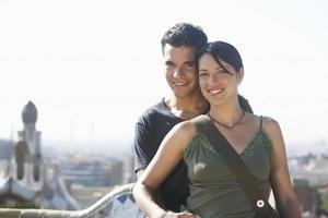 couple, debout, ensemble, barcelone photo