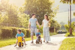 famille heureuse se détend photo